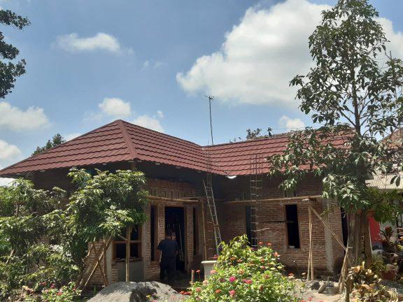 Pasang Rangka Atap Baja Ringan dan Genteng Metal Pasir